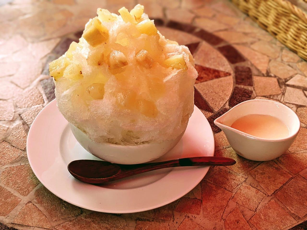 『パティスリーカフェひばり』完熟パイナップルのかき氷
